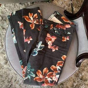 7FAM Ankle Skinny Black Floral Pants